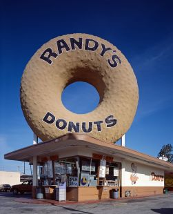 Randy's_donuts1_edit1.jpg